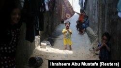 Илустрација: Расплакано дете пред својот дом во појасот Газа