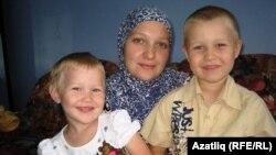Шифаханәдә Лилия Шәмсетдинова үз балалары белән