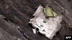 фрагменты разбившегося самолета