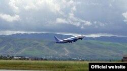 Пассажирский самолет Боинг 737-300 авиакомпании «Таджик Эйр».