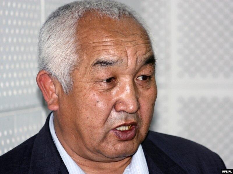 Адвокат Мекемтас Тлеулесов в бюро радио Азаттык. Алматы, 19 ноября 2009 года