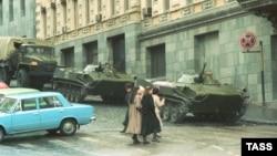 Центр Тбилиси после событий 9 апреля 1989 года