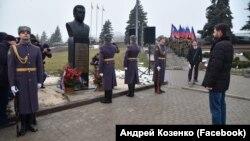 Бюст Кобзону в Донецке, 9 декабря 2019 года