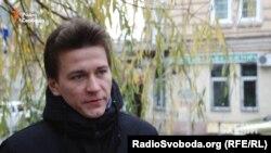 Журналіст-розслідувач Максим Опанасенко проводив журналістські розслідування як стосовно «Сім'ї» колишнього президетна Віктора Януковича, так і нинішньої влади.