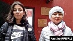 Сестра Азата Мифтахова Зульфия и их мать Гульнур