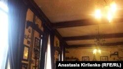 Соьлж-гIалара францхойн кхача кечбеш йолчу кафе чохь, 24Ман2013