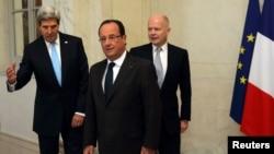 Presidenti francez, Francois Hollande së bashku me kryediplomatët e SHBA-ve dhe Britanisë, John Kerry, William Hague