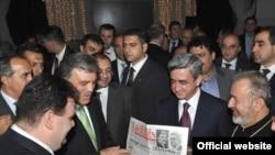 Հայաստանի եւ Թուրքիայի նախագահները պաշտոնական ընդունելության ժամանակ: Բուրսա, 14-ը հոկտեմբերի, 2009