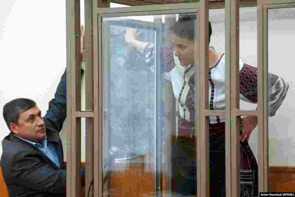 Надежда Савченко 9 наурызда Донецк сотында соңғы сөзін айтуы тиіс еді. Бірақ оның адвокаттары тұтқынның денсаулық жағдайына алаңдап отыр. Олар аузына ас-су алмай, құрғақ аштық жариялаған Савченконың сотта соңғы сөзін сөйлеуге шамасы келмей қалуы мүмкін деп қауіптенеді.