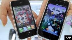 Apple'ning iPhone 3G va Samsung'ning Galaxy S smartfonlari.