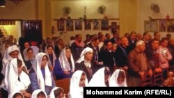 مصلون في احدى الكنائس القبطية ببغداد - من ارشيف الاذاعة