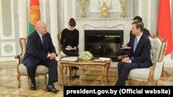 Заступник державного секретаря США з політичних питань Девід Гейл (справа) під час зустрічі з президентом Білорусі Олександром Лукашенком, Мінськ, 17 вересня 2019 року
