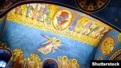 Інтер'єр собору Михайлівського Золотоверхого монастиря в Києві, який належить Православній церкві України (ПЦУ)