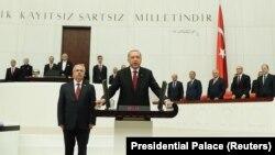 Эрдоган ант берүү учурунда.