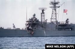 ناو آمریکایی یو اس اس استارک پس از آنکه هدف موشکهای جنگنده عراقی قرار گرفته بود.