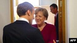 Merkel (sağda) və Macron AB-nin sammitində
