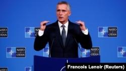 Йенс Столтенберг на пресс-конференции в Брюсселе, 23 октября 2019 года