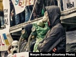 Участники экологического митинга в Мариуполе 2012 года