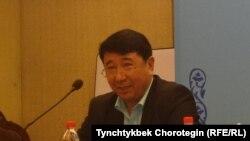 Профессор Адыл Жуматурду. Бээжин, Кытай. 19-октябрь, 2015-жыл.