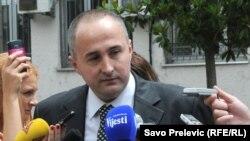 Đorđe Pinjatić ispred suda u Podgorici, 5. jun 2012.