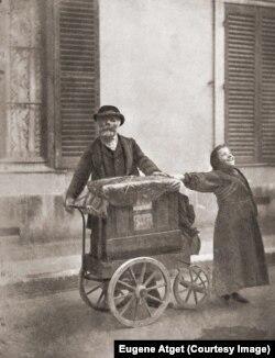 Шарманщик. Фото Эжена Атже. Париж. 1898.