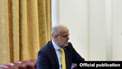 претседателот на парламентот Талат Џафери