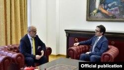 Скопје- средба на претседателот Стево Пендаровски со претседателот на Собранието Талат Џафери