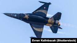 A Turksh F-16 C Blok-40 fighter jet