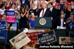 Президент Трамп выступает перед сторонниками в Аризоне 22 августа 2017 года