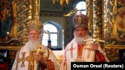 Patriarhul de Constantinopol Bartholomeu și Patriarhul Kiril al Moscovei în timpul unei slujbe la Biserica Sf. Gheorghe din Istanbul, 2009