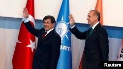 Presidenti i Turqisë, Recep Tayyip Erdogan (djathtas) dhe kryeministri Ahmet Davutoglu - foto arkivi