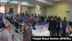 عملية عد وفرز أصوات الناخبين العراقيين في الأردن في قاعة جمعية خليل الرحمن بعمّان