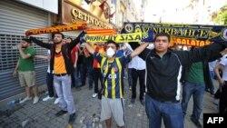 مشجعو فريقي فنر بخشة وغلطة سراي يشاركون في الإحتجاجات ضد الحكومة التركية