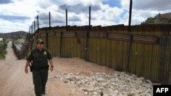 گشت مرزبانی آمریکا در مرز با مکزیک