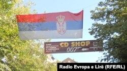 Serbët protestojnë kundër targave kosovare