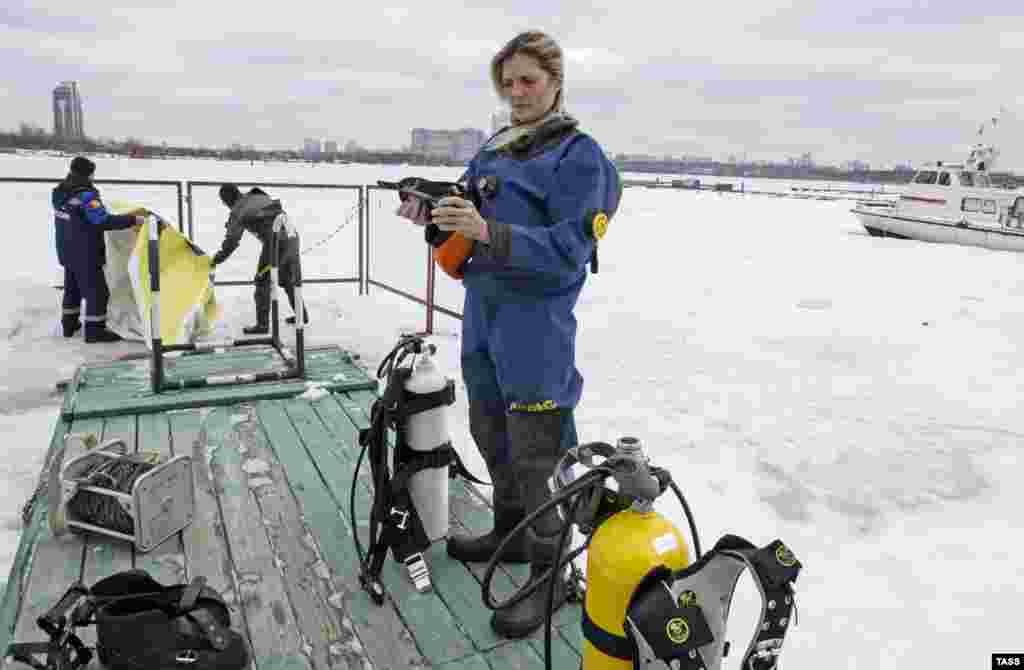 """Оксана Шевалье – единственная в Московском МЧС женщина-водолаз. Она работает на поисково-спасательной станции """"Строгино"""""""