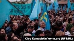 Мітинг кримських татар у сімферопольському мікрорайоні Ак-мечеть, 2014 рік