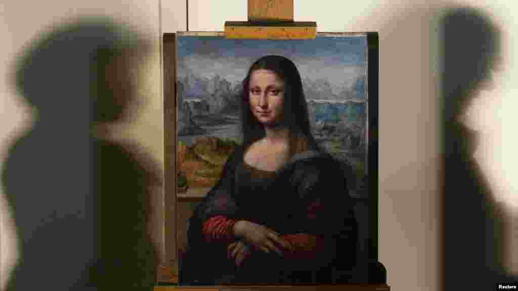 "A copy of Leonardo Da Vinci's ""Mona Lisa"" is displayed at Madrid's Prado museum. The painting was completed by one of Da Vinci's pupils at the same time as the original and in the same workshop. (REUTERS/Sergio Perez)"