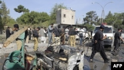 Pakistan - Pakistani security officials examine the site of a twin suicide bomb attack in Quetta, 07Sep2011