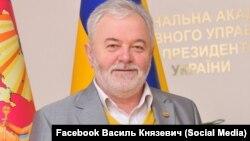 Тодішній міністр охорони здоров'я Василь Князевич у коментарі «Схемам» сказав, що не дуже пам'ятає події 2009-го