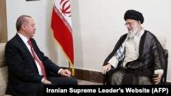 Իրանի հոգևոր առաջնորդ Ալի Խամենեին ընդունում է Թուրքիայի նախագահ Ռեջեփ Էրդողանին, Թեհրան, 4-ը հոկտեմբերի, 2017թ․