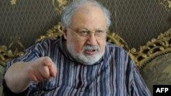 Рустам Ибрагимбеков дает интервью. Тбилиси, 31 июля 2013 года.