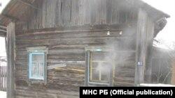 Пажар у Бабровічах Калінкавіцкага раёну, гаспадара ўратавалі