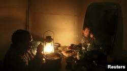 Ужин при свечах в доме в Крыму. Иллюстративное фото.