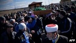 Похороны активиста Решата Аметова. Симферополь, 18 марта 2014 года.