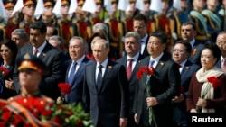 Liderii de stat și înalte personalități care au asistat la Parada militară din Piața Roșie