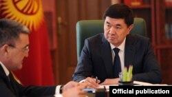 Премьер-министр Мухаммедкалый Абылгазиев и мэр Бишкека Албек Ибраимов. 4 мая 2018 года.