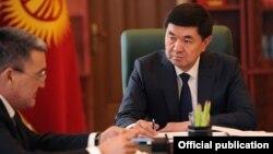 Премьер-министр Мухаммедкалый Абылгазиев (справа) и Албек Ибраимов (слева).