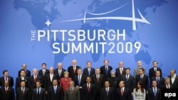 U.S. -- World leaders pose for the G20 Family Photo at the David L. Lawrence Convention Center in Pittsburgh, Pennsylvania, USA on the second day of the G20 Summit, 25Sep2009