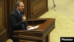 Armenia - Opposition deputy Nikol Pashinian slams the government during parliament debates, Yerevan, 21May2014.